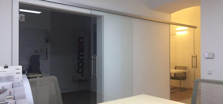 Glastüranlage eingebaut